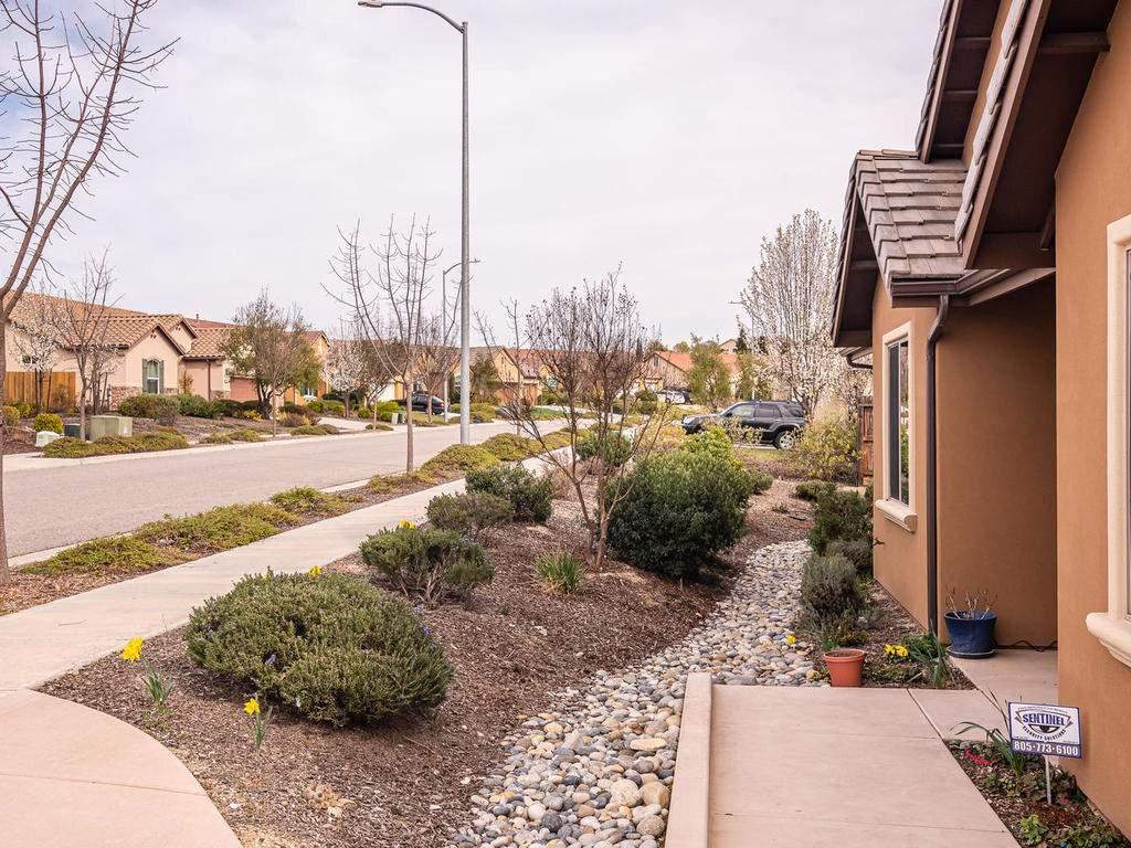 2018-Vista-Oaks-Way-Paso-003-007-Front-Yard-MLS_Size