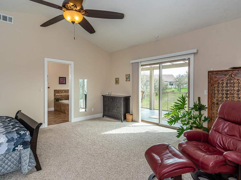 2018-Vista-Oaks-Way-Paso-015-011-Master-Suite-MLS_Size