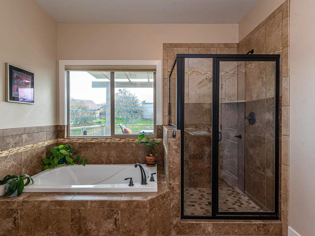 2018-Vista-Oaks-Way-Paso-016-022-Master-Suite-MLS_Size