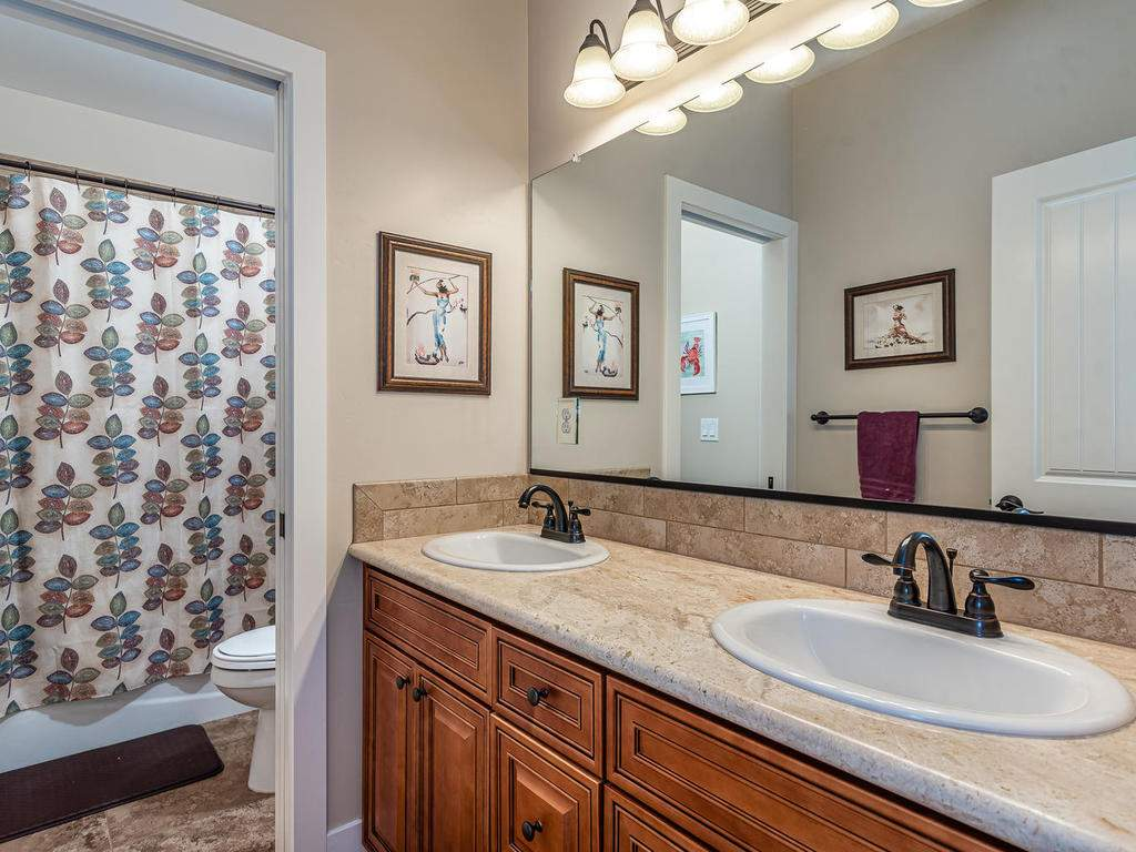 2018-Vista-Oaks-Way-Paso-024-028-Bathroom-Two-MLS_Size