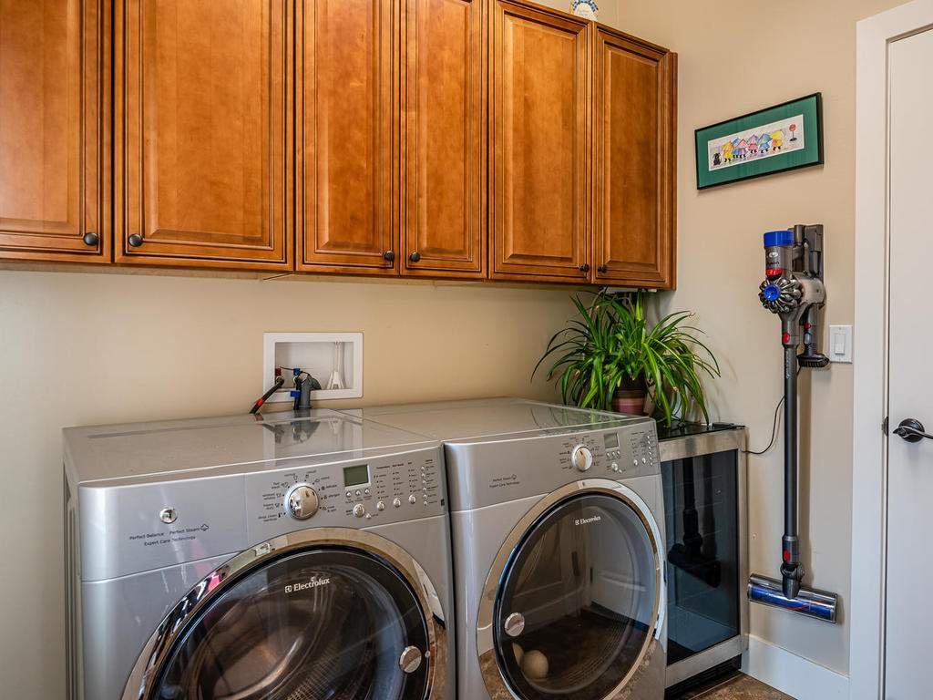 2018-Vista-Oaks-Way-Paso-025-025-Laundry-Room-MLS_Size