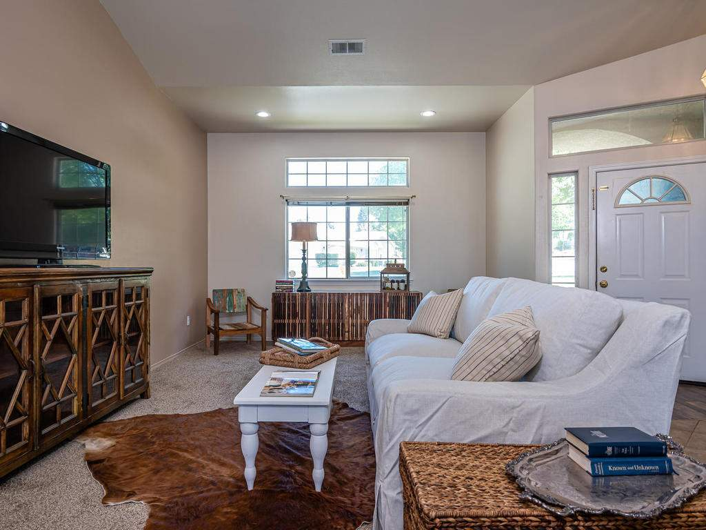 2102-Summit-Dr-Paso-Robles-CA-003-003-Family-Room-MLS_Size