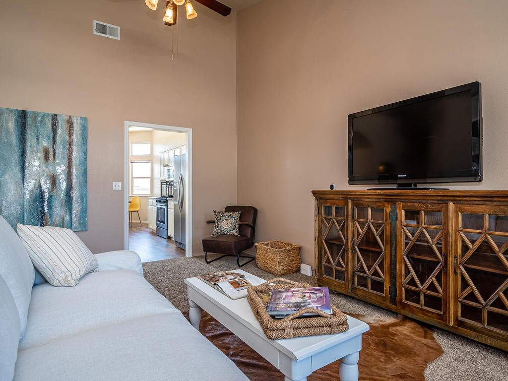 2102-Summit-Dr-Paso-Robles-CA-005-006-Family-RoomKitchen-MLS_Size