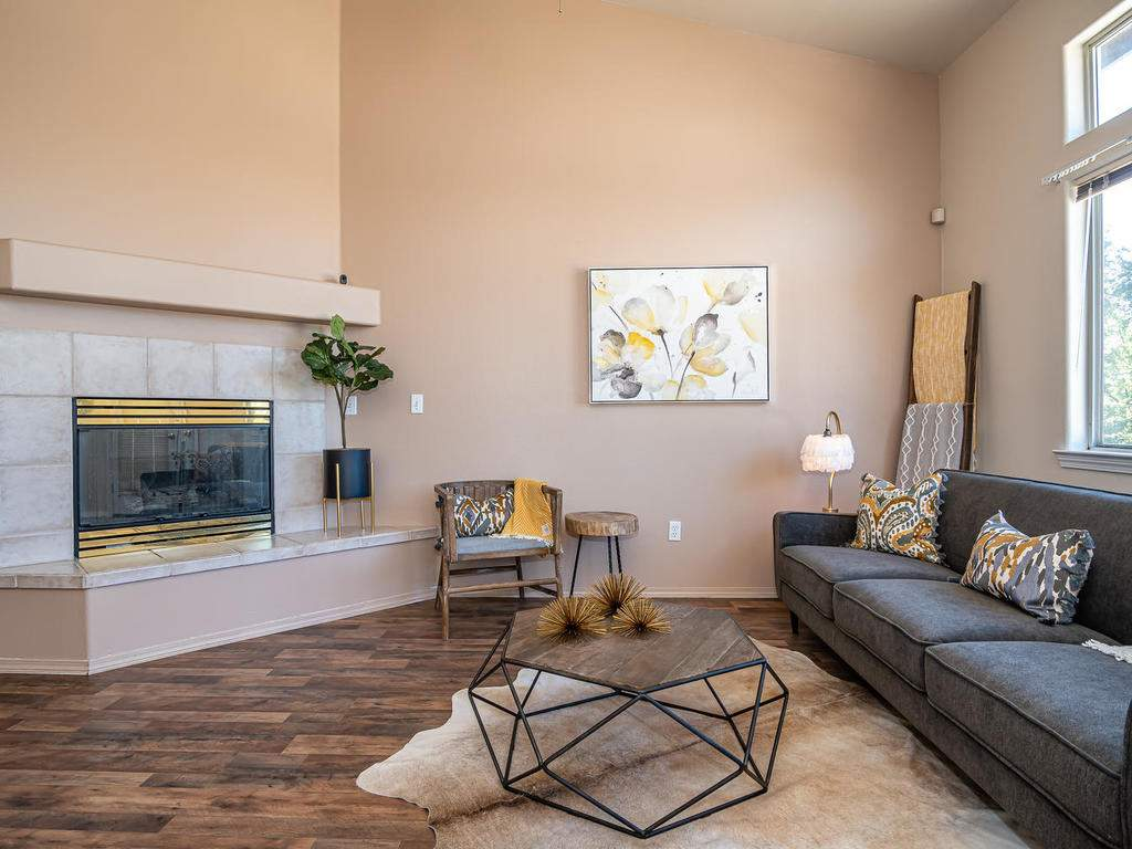 2102-Summit-Dr-Paso-Robles-CA-006-005-Living-Room-MLS_Size