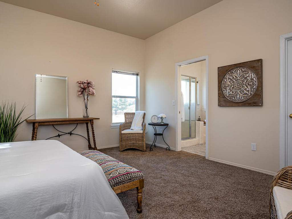 2102-Summit-Dr-Paso-Robles-CA-018-016-Master-Suite-MLS_Size