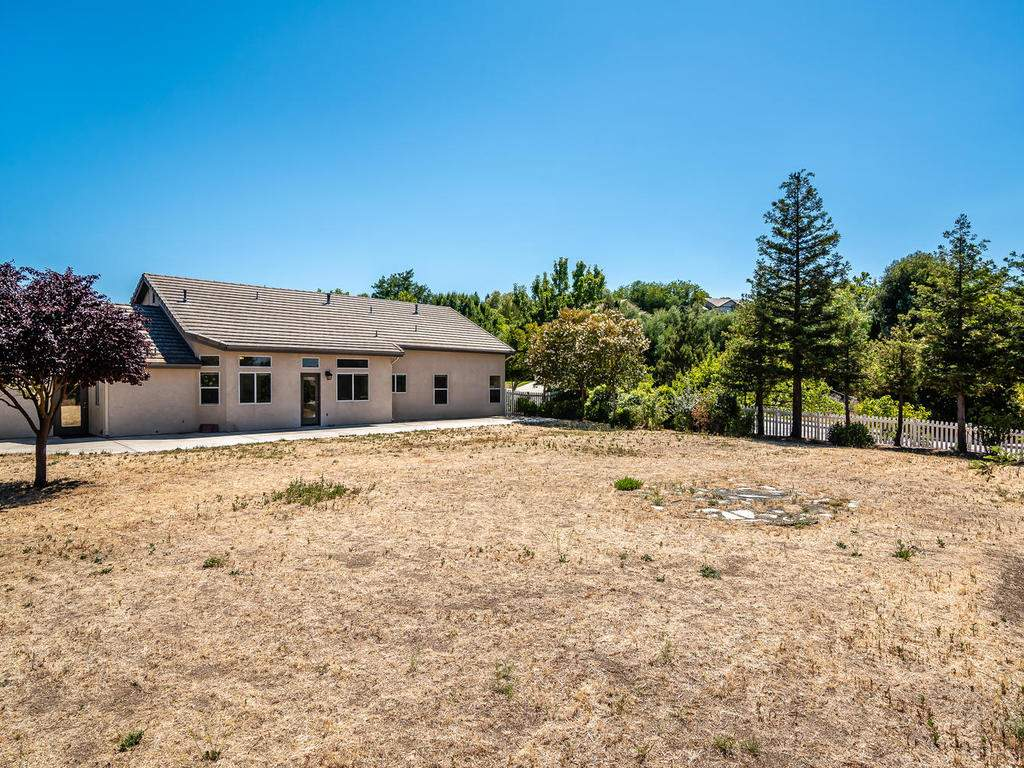 2102-Summit-Dr-Paso-Robles-CA-029-030-Back-Yard-MLS_Size