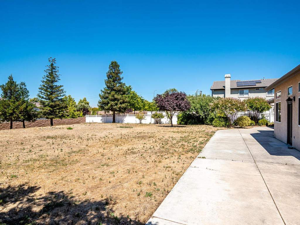 2102-Summit-Dr-Paso-Robles-CA-030-025-Back-Yard-MLS_Size