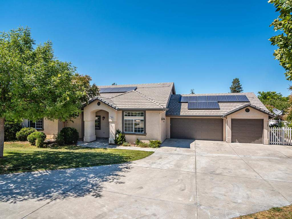 2102-Summit-Dr-Paso-Robles-CA-031-029-Front-of-Home-MLS_Size