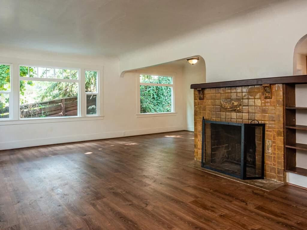 217-Broad-St-San-Luis-Obispo-010-008-Living-Room-MLS_Size