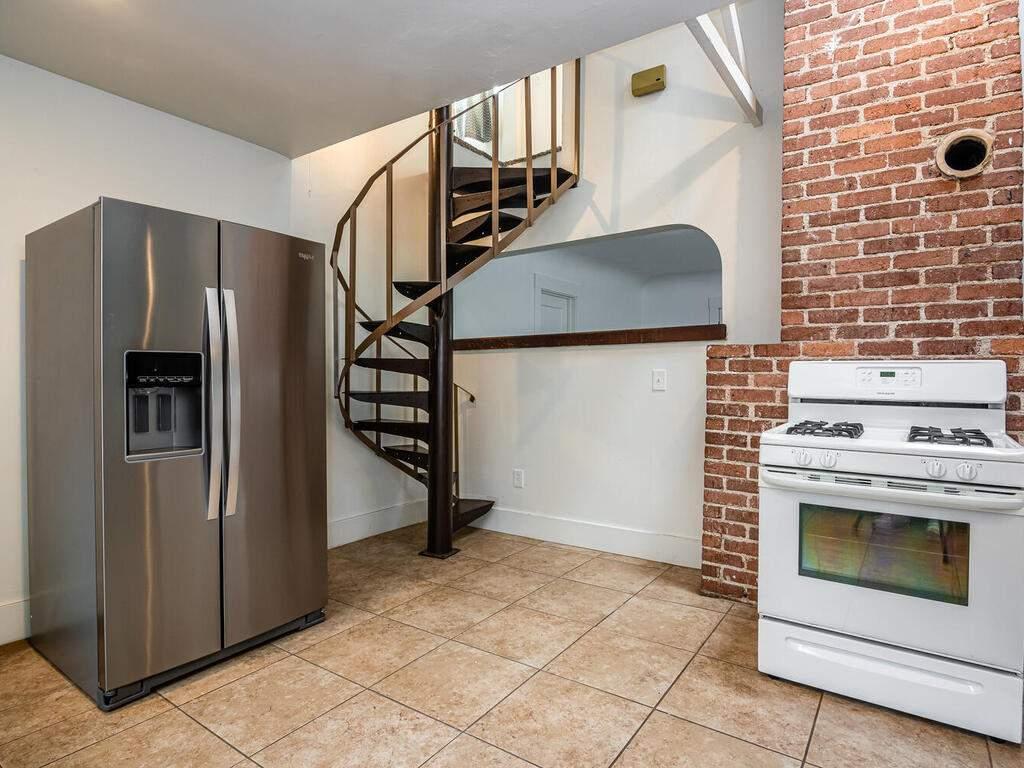 217-Broad-St-San-Luis-Obispo-015-009-Kitchen-MLS_Size