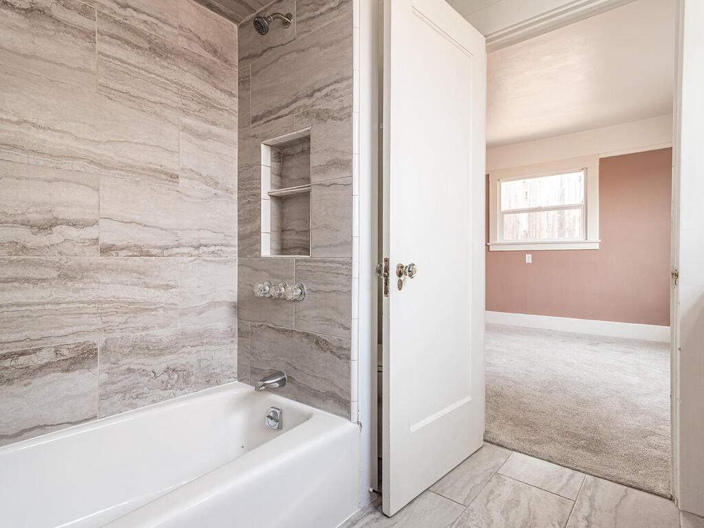 217-Broad-St-San-Luis-Obispo-022-035-Bathroom-MLS_Size