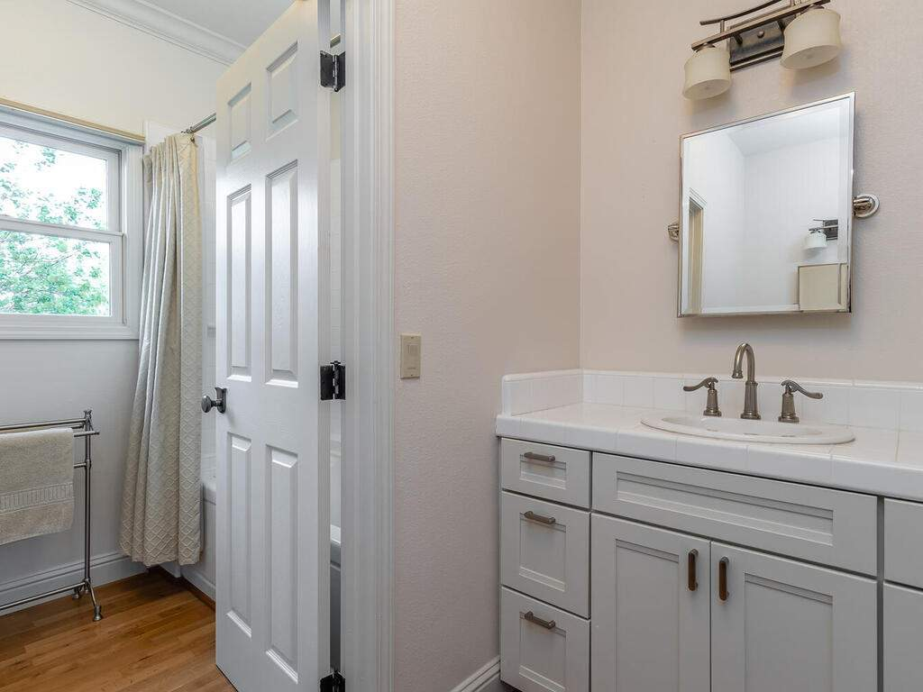 2197-Lake-Ysabel-Rd-Templeton-CA-93465-USA-028-027-Bathroom-2-MLS_Size