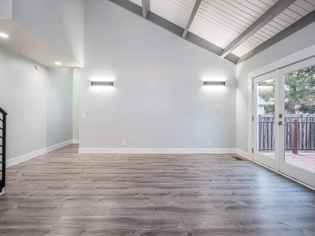 22263-J-St-Santa-Margarita-CA-005-009-Living-Room-MLS_Size