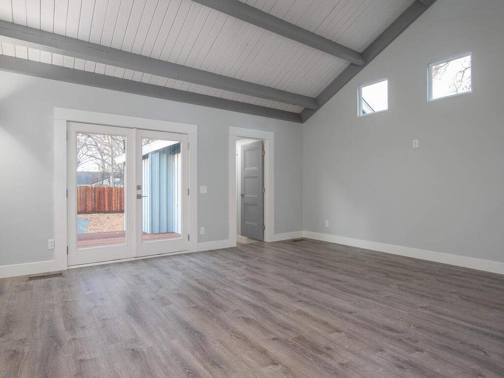 22263-J-St-Santa-Margarita-CA-006-005-Living-Room-MLS_Size