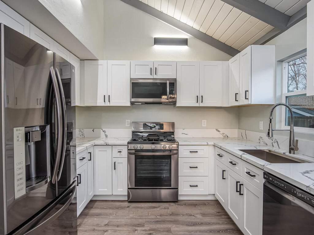 22263-J-St-Santa-Margarita-CA-008-007-Kitchen-MLS_Size