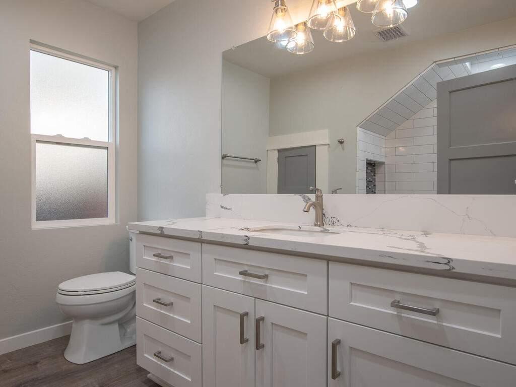 22263-J-St-Santa-Margarita-CA-020-016-Bathroom-2-MLS_Size