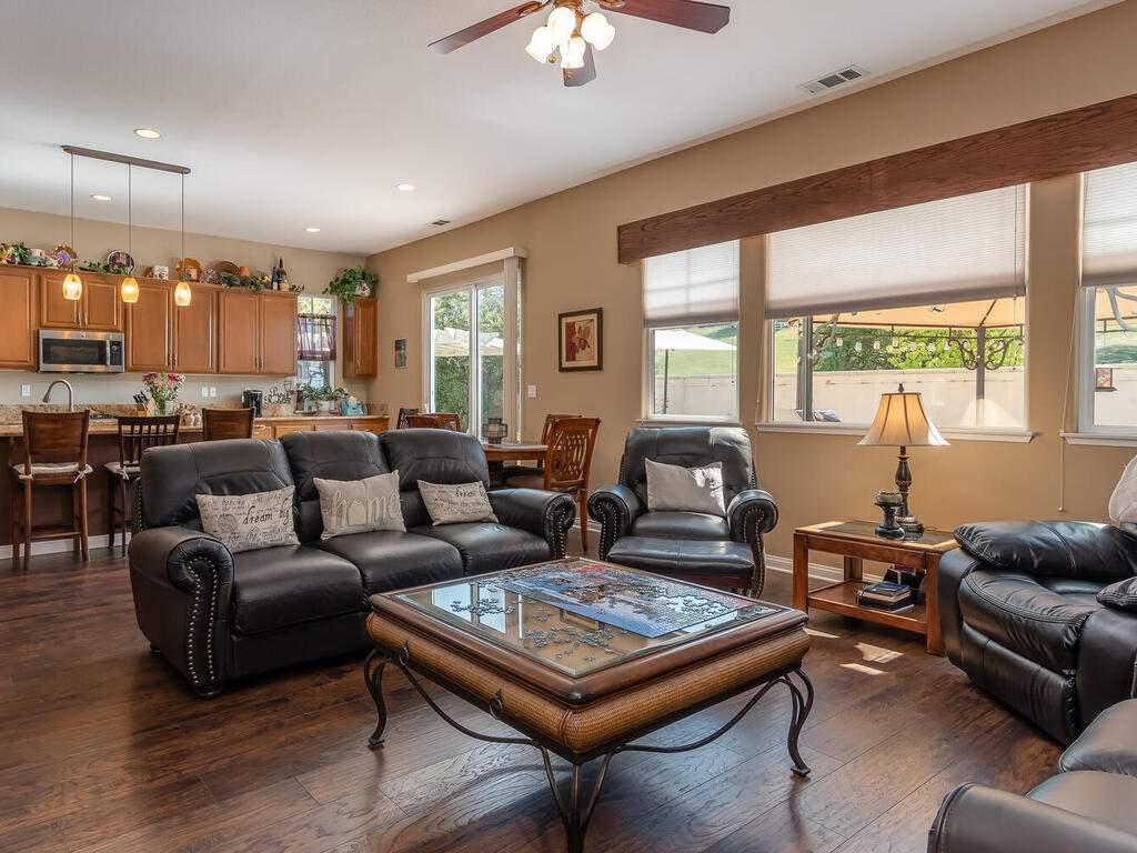 223-Silver-Oak-Dr-Paso-Robles-CA-93446-USA-009-009-Living-Room-MLS_Size