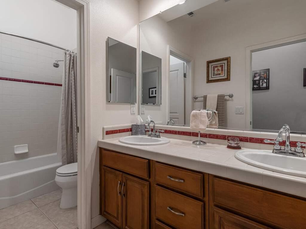 223-Silver-Oak-Dr-Paso-Robles-CA-93446-USA-021-019-Bathroom-2-MLS_Size
