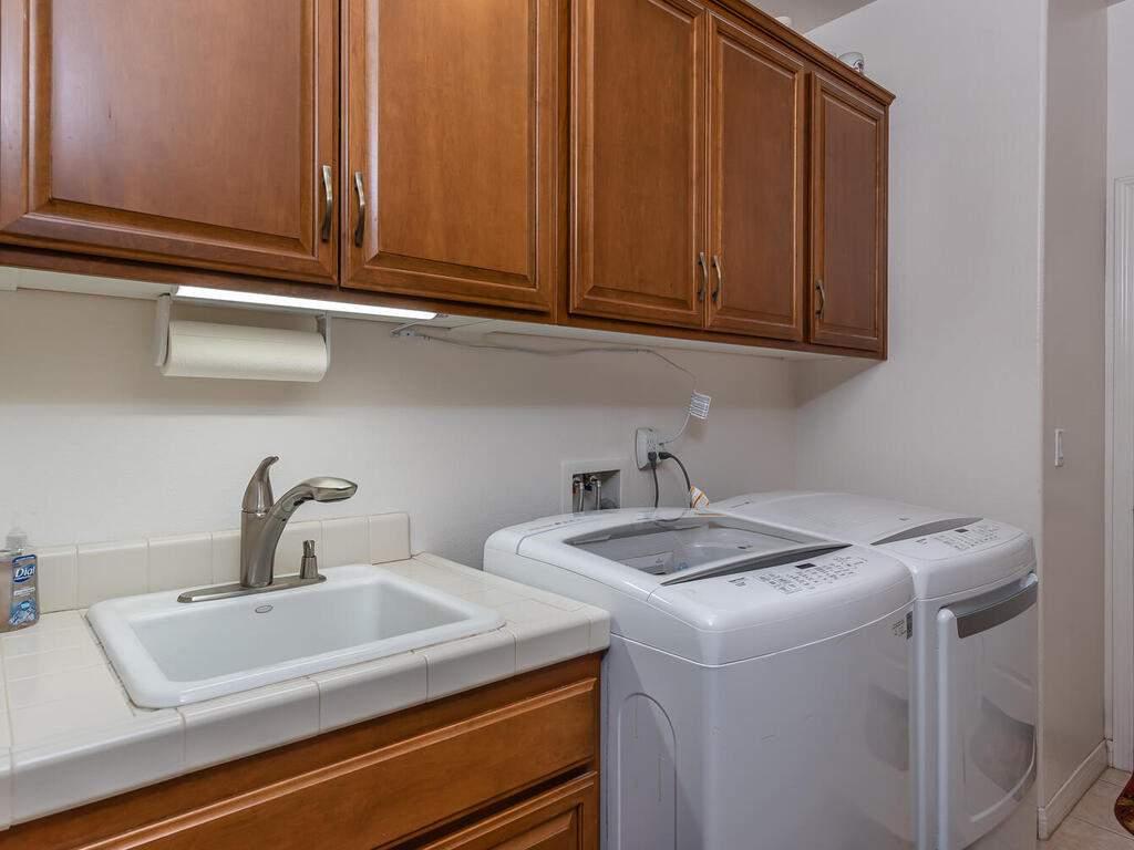 223-Silver-Oak-Dr-Paso-Robles-CA-93446-USA-022-021-Laundry-Room-MLS_Size