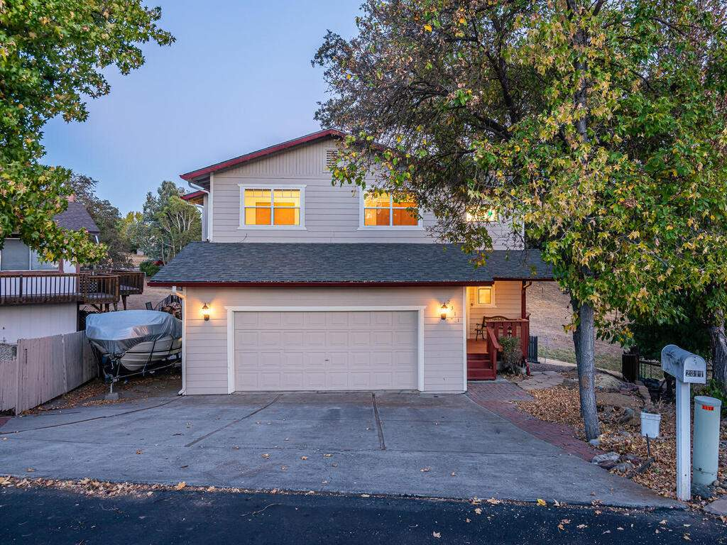 2311-Blue-Heron-Ln-Paso-Robles-004-004-Front-of-Home-MLS_Size