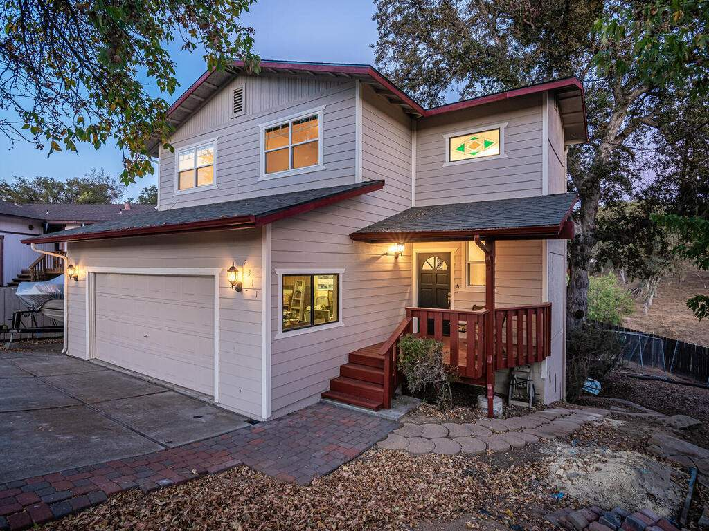 2311-Blue-Heron-Ln-Paso-Robles-005-001-Front-of-Home-MLS_Size