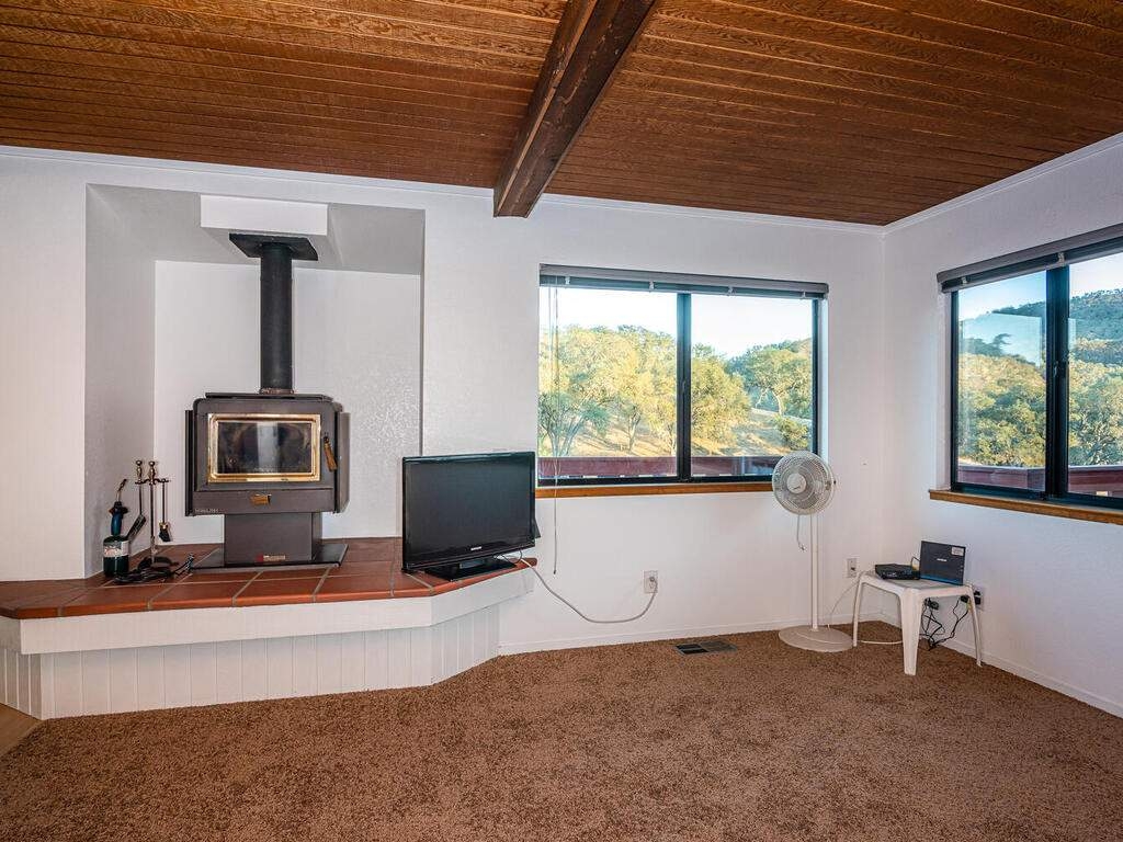 2311-Blue-Heron-Ln-Paso-Robles-008-009-Living-Room-MLS_Size