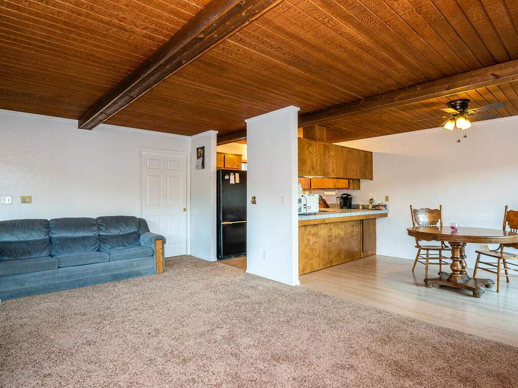 2311-Blue-Heron-Ln-Paso-Robles-010-016-Living-Room-MLS_Size