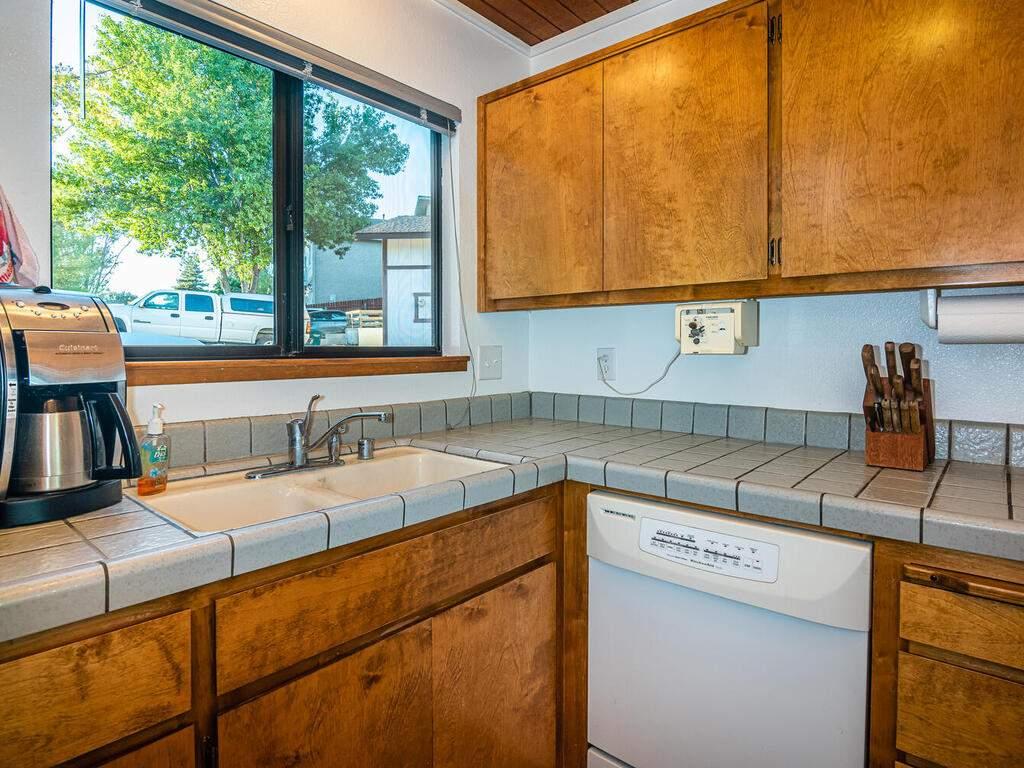 2311-Blue-Heron-Ln-Paso-Robles-014-017-Kitchen-MLS_Size