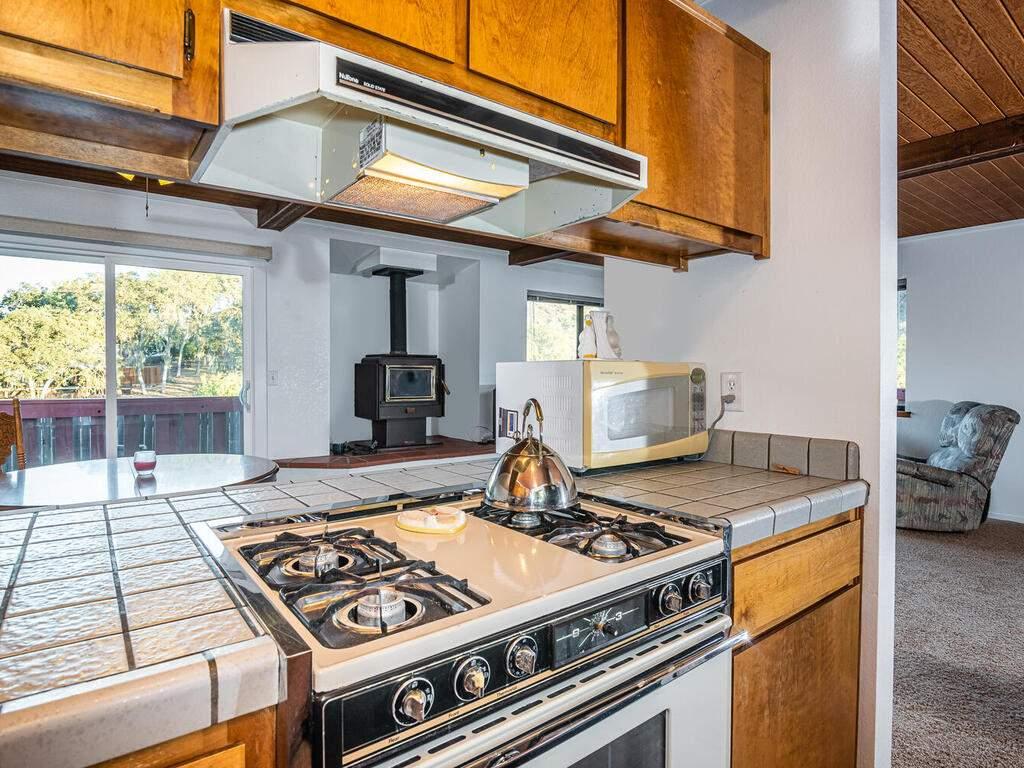 2311-Blue-Heron-Ln-Paso-Robles-015-018-Kitchen-MLS_Size