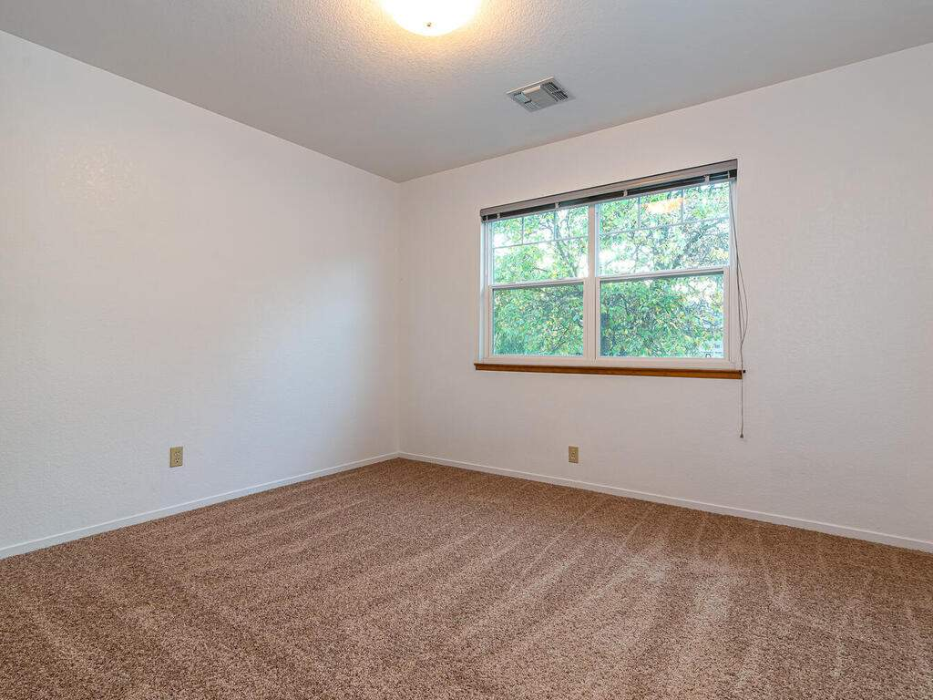 2311-Blue-Heron-Ln-Paso-Robles-027-033-Bedroom-Three-MLS_Size
