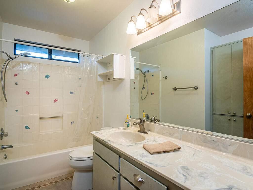 2311-Blue-Heron-Ln-Paso-Robles-028-023-Bathroom-Three-MLS_Size