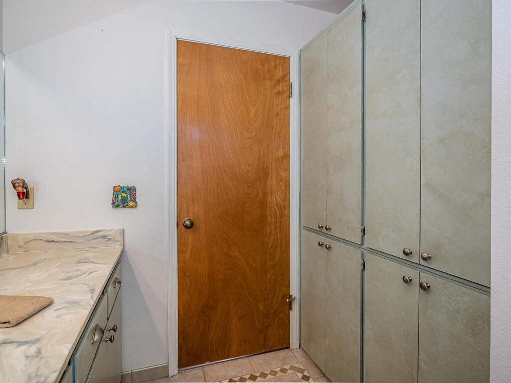 2311-Blue-Heron-Ln-Paso-Robles-029-025-Bathroom-Three-MLS_Size