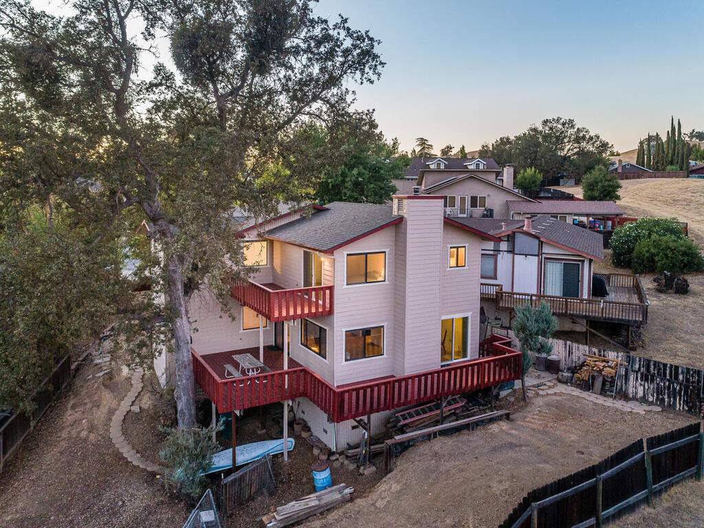 2311-Blue-Heron-Ln-Paso-Robles-032-029-Rear-of-Home-MLS_Size