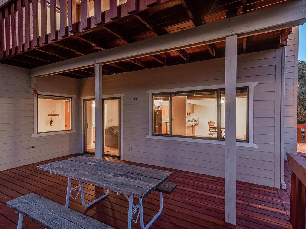 2311-Blue-Heron-Ln-Paso-Robles-035-036-Largfe-Deck-MLS_Size