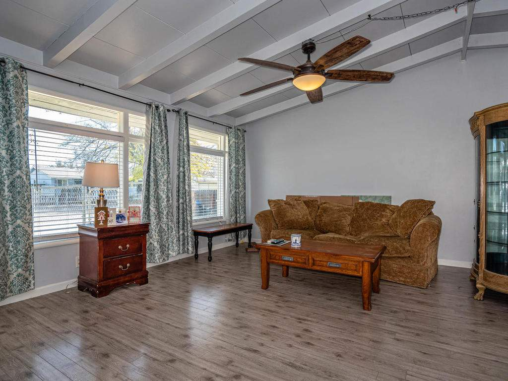 255-San-Augustin-Dr-Paso-005-004-Living-Room-MLS_Size