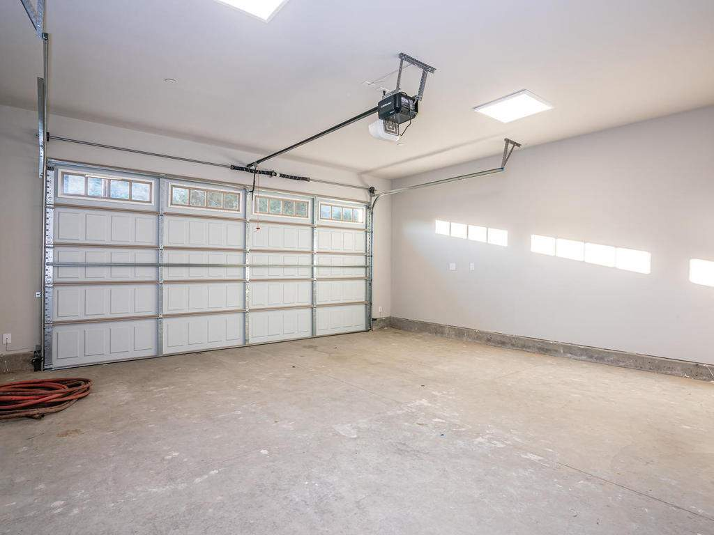 2938-Vine-St-Paso-Robles-CA-027-030-Large-Garage-MLS_Size