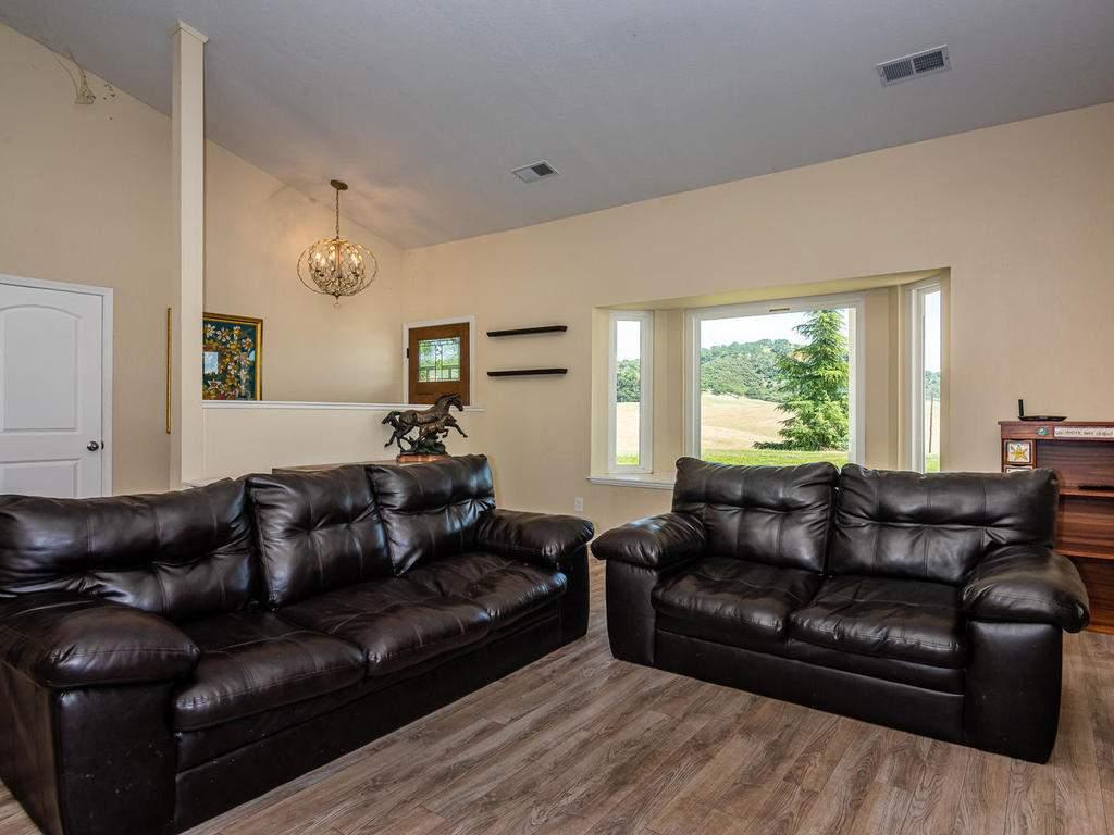 2950-Symphony-Oaks-Dr-003-007-Living-Room-MLS_Size