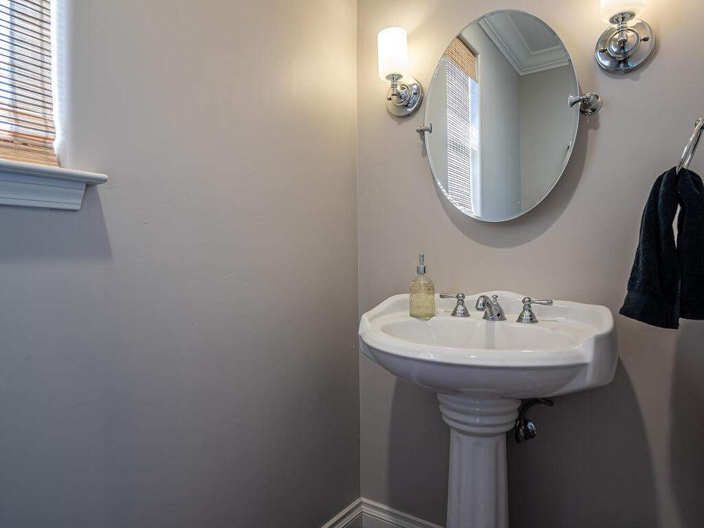3135-Lakeside-Village-Dr-013-010-Powder-Room-MLS_Size