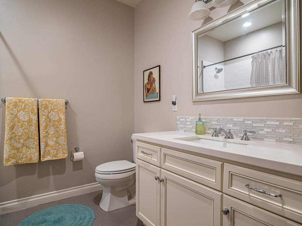3135-Lakeside-Village-Dr-022-030-Bathroom-2-MLS_Size