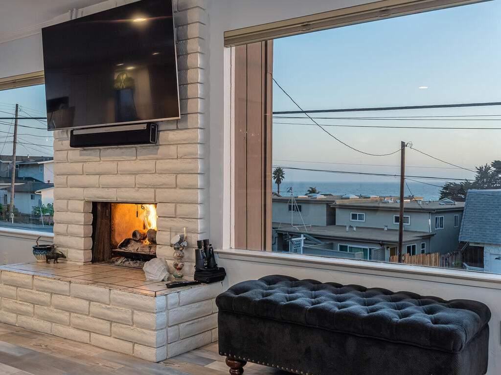3191-Ocean-Blvd-Cayucos-CA-93430-USA-007-006-Living-Room-MLS_Size