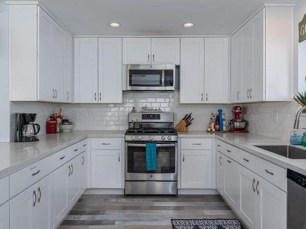 3191-Ocean-Blvd-Cayucos-CA-93430-USA-011-010-Kitchen-MLS_Size