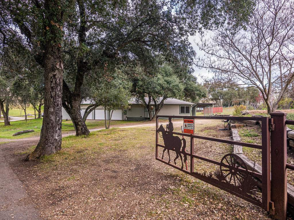 3928-Parkhill-Rd-Santa-044-034-Front-Gate-MLS_Size