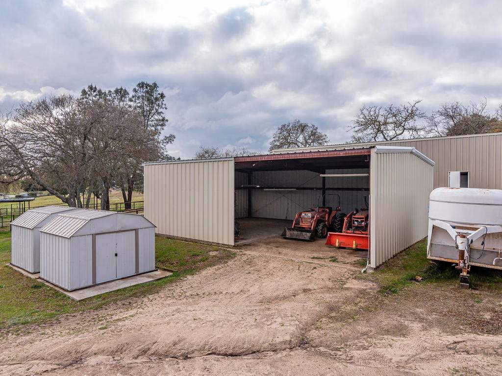 3928-Parkhill-Rd-Santa-050-063-Tractor-Shed-MLS_Size