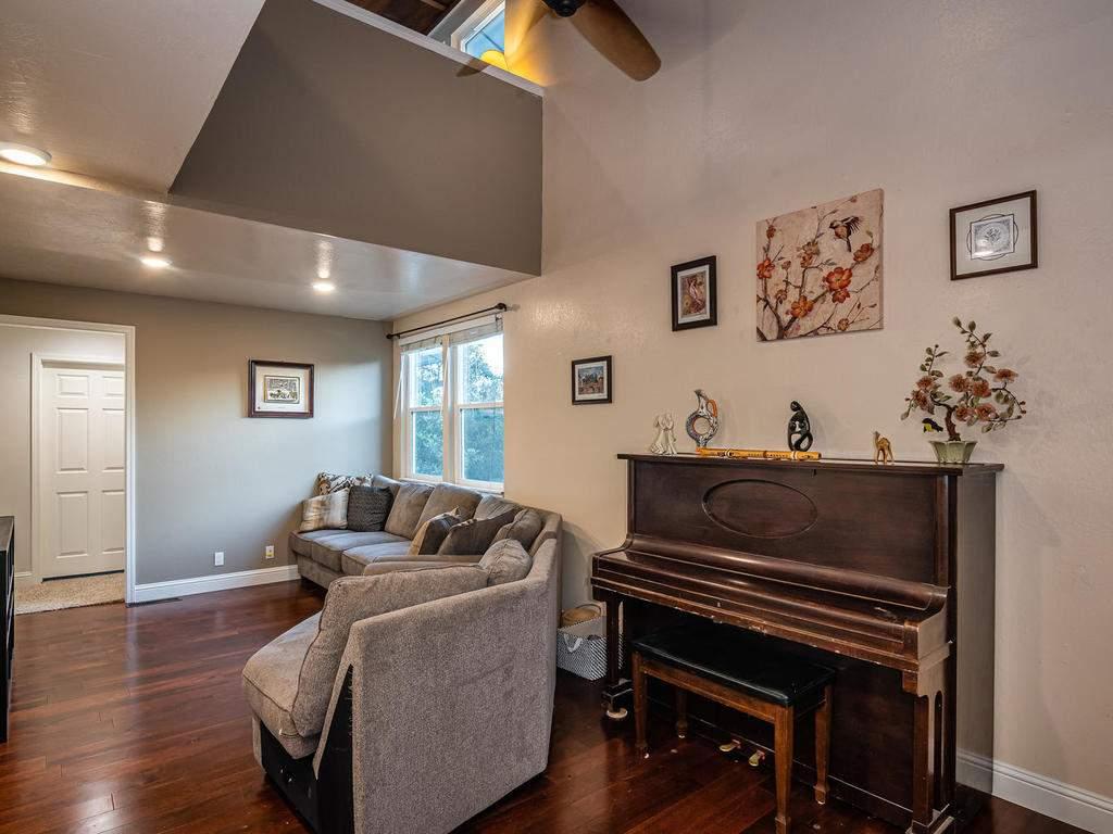 4425-Tranquilla-Ave-Atascadero-008-012-Living-Room-MLS_Size