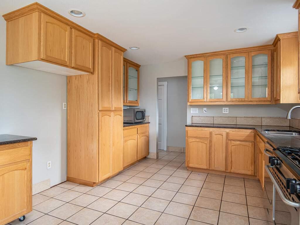 4450-Rosita-Ave-Atascadero-CA-93422-USA-012-039-Kitchen-MLS_Size