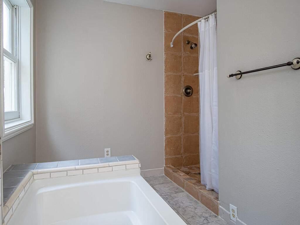 4450-Rosita-Ave-Atascadero-CA-93422-USA-017-013-Bathroom-MLS_Size