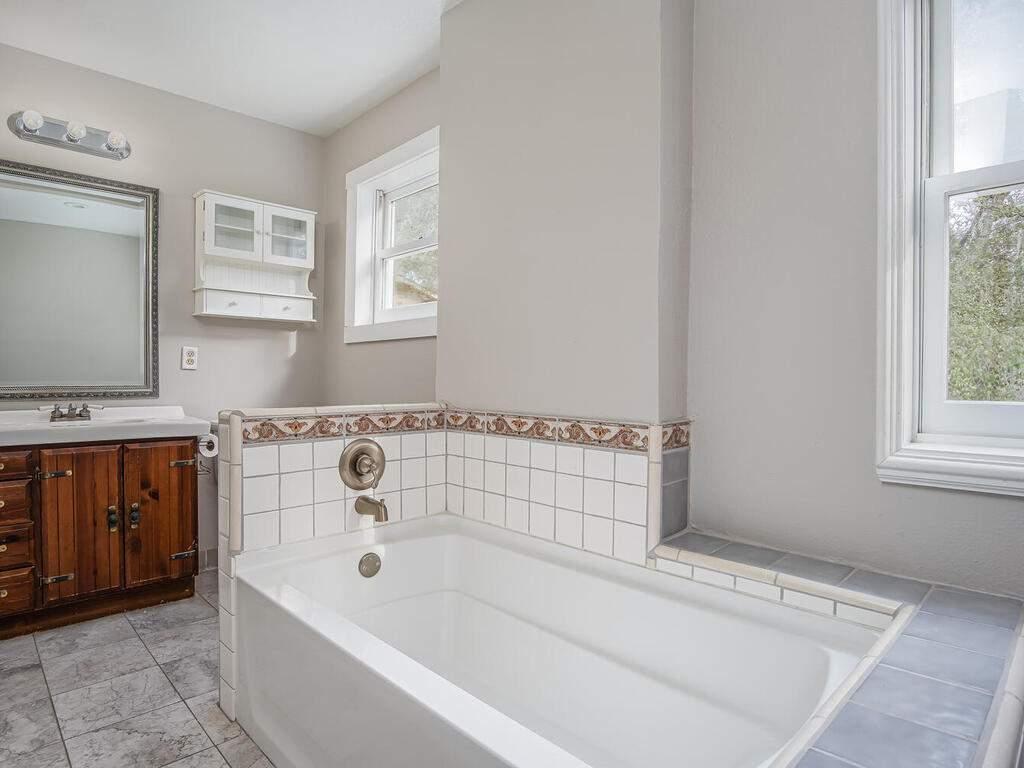 4450-Rosita-Ave-Atascadero-CA-93422-USA-018-020-Bathroom-MLS_Size