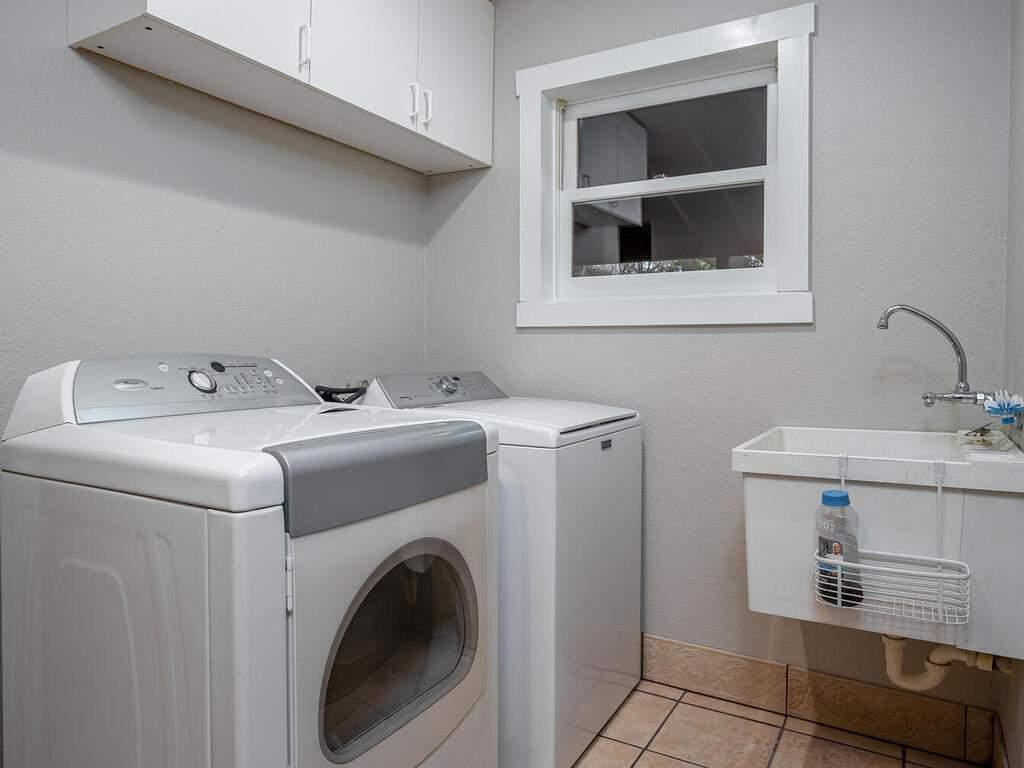 4450-Rosita-Ave-Atascadero-CA-93422-USA-024-021-Laundry-Room-MLS_Size