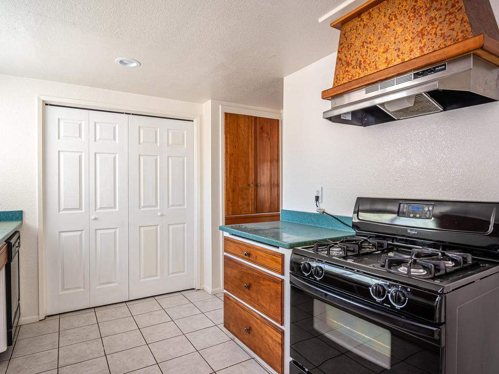 46-Lone-Oak-Way-Templeton-CA-009-007-KitchenLaundry-MLS_Size