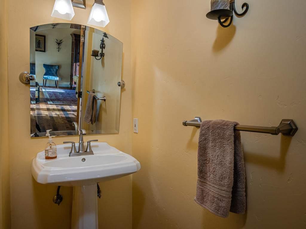 4678-Salt-Creek-Rd-Templeton-018-012-Powder-Room-MLS_Size